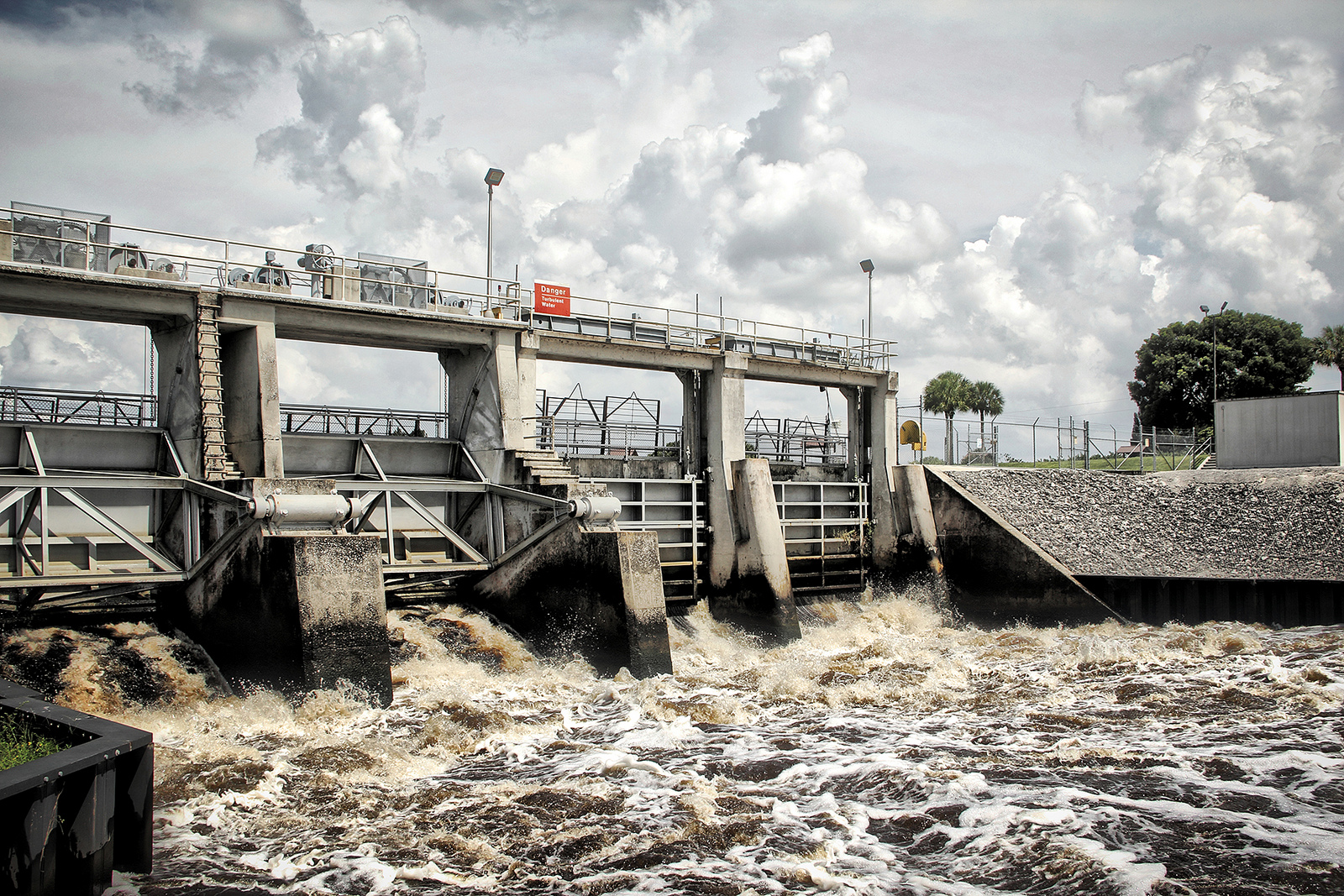 Nutrient-rich water pollutes the Caloosahatchee River in the Summer of 2013, prompting frustration in the area. (Photo by Dale, via Creative Commons)